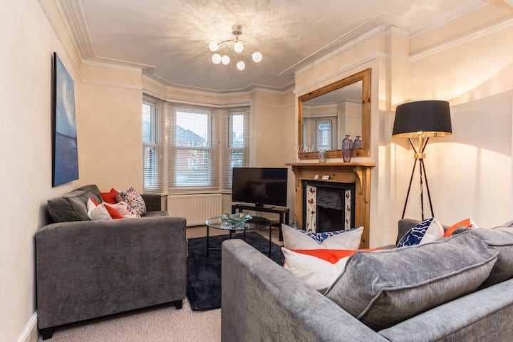 The Romsey; 3-Bedroom House, Close to Hospital