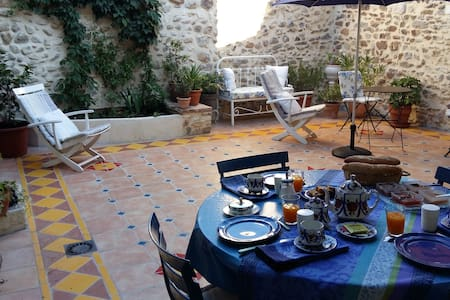 Family suite 2 bedrooms - Living room - Saint-Victor-de-Malcap - Penzion (B&B)