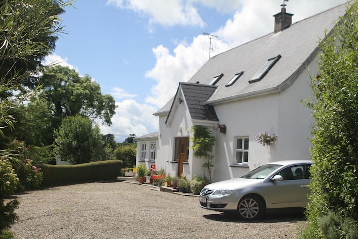 Lovely country getaway near stunning beach - Ballygarrett - Huis