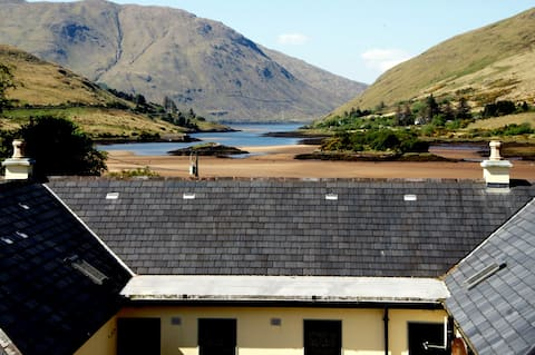 Leenane, Connemara, 2 bed, 2 bath 'Fjord' cottage