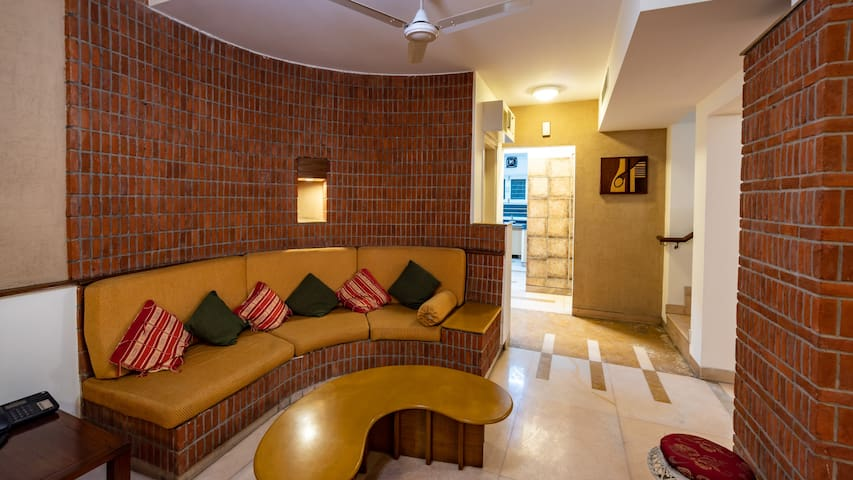 A Contemporary 2BHK in Vasant Kunj