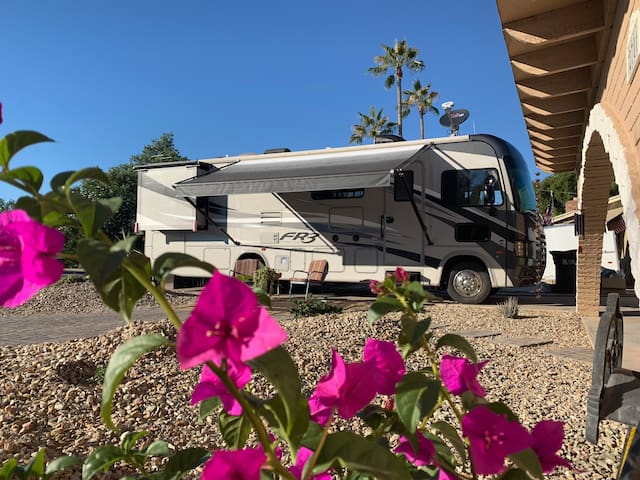 Motor Home in Old Town (Pool, No Cleaning Fees)