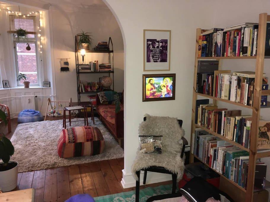 Please notice theres no door between the two living rooms