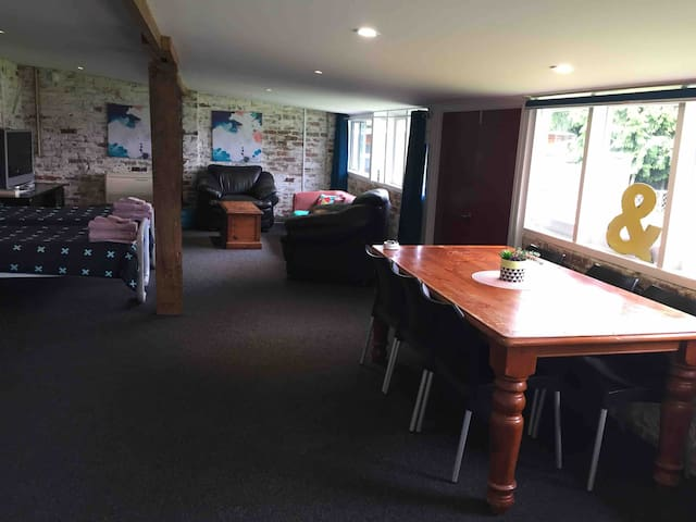 Mosgiel Self Contained Studio in farm setting