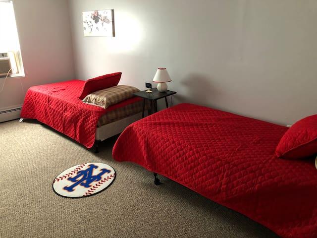 Twin bedroom!!