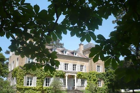 -1- Manoir entre Lyon et Beaujolais 12km Nord Lyon - Dommartin