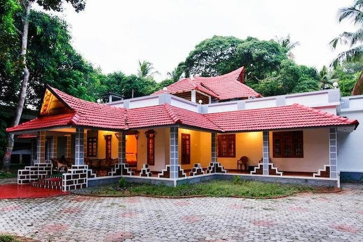 Cozy, Spacious Pvt rooms @ Chethy near Mararikulam - Mararikkulam North - Szoba reggelivel