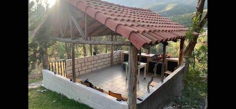 Casa y hermosa cabaña vistas espectaculares