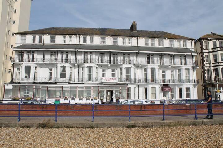 Glastonbury Hotel