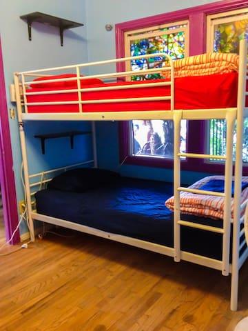 Downtown 10 Bed Economy Hostel Dorm