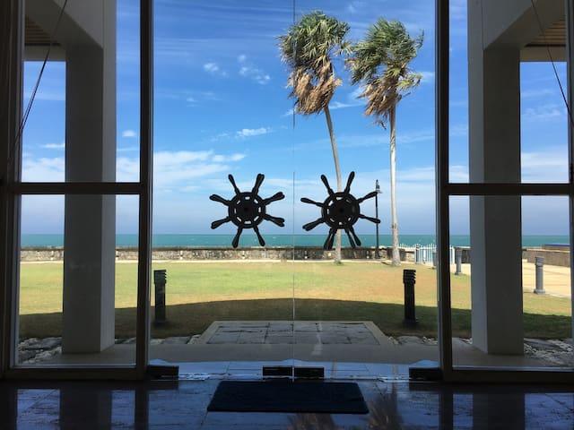 Luxury beachfront villa with pool - Pak nam pran