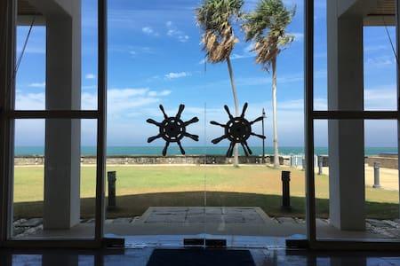Private seafront villa with infinity edge pool - Pak nam pran - Huvila