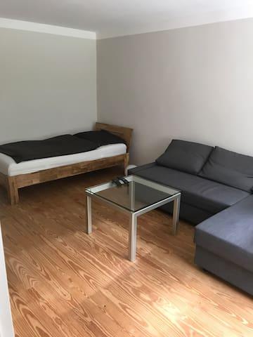 Großes Zimmer mit 2 Betten und eigenem Eingang