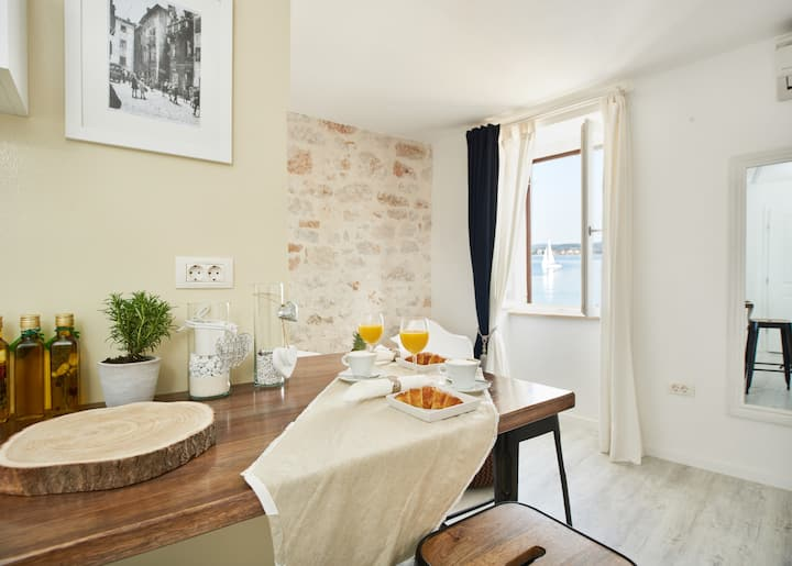 Studio with beautiful sea view, Old town of Rovinj