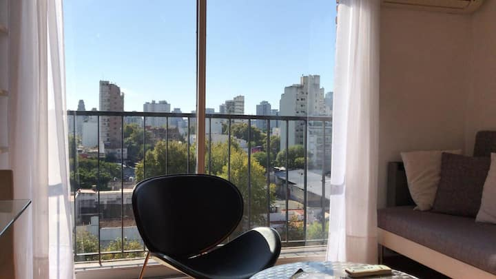 Luminoso noveno piso con increíbles vistas.