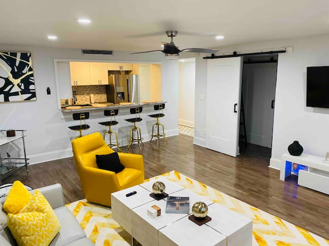 *MODERN GEM/BUCKHEAD *UPSCALE SHOPPING AND HANGOUT