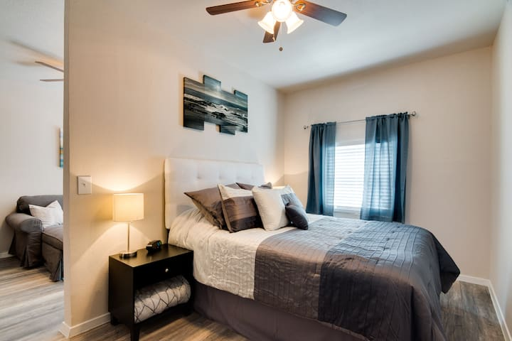 Newly Remodeled Private Studio Apartment - Grand Prairie - House