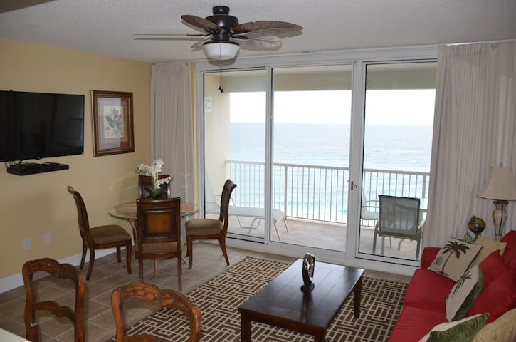 Upscale Beach Front Condo, Great Amenities & WIFI