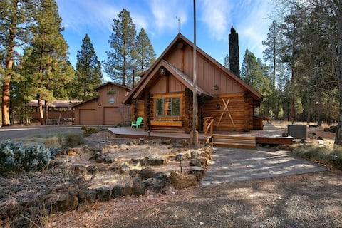 Sisters Dream Inn - amazing pet friendly cabin located on 2 beautiful acres in a quiet area of Sisters.
