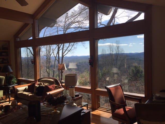 4 Bdrm Mountain home - 6 person Hot Tub - Views! - Laurel Park - Huis