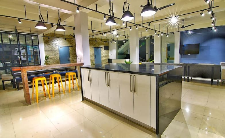 1ST FLOOR KITCHEN/DINNING AREA