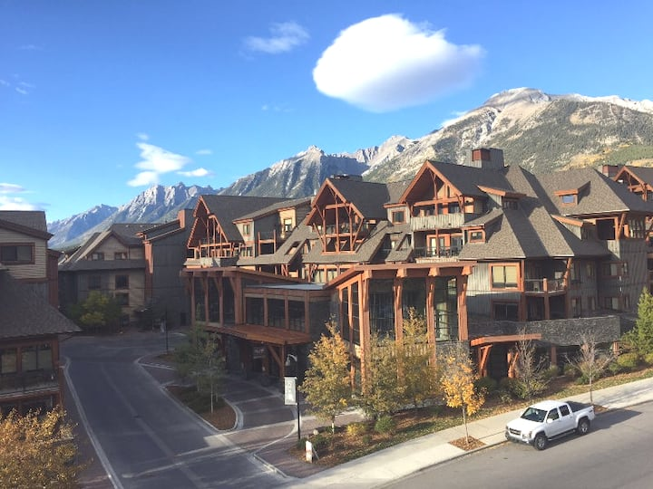 Fabulous 2br Penthouse Condo with Mountain Views