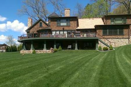 High End Retreat Lake home - New Fairfield - House