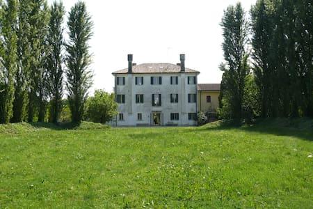 Casa Regis 1842, Romantic Room - Quinto di Treviso - Bed & Breakfast