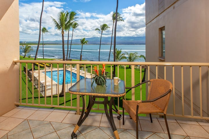 Oceanfront condo w/ shared pool & balcony - walk to dining, activities, and more