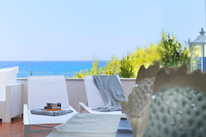 ★AQUARIUS★Beachfront Home★Amazing Sea View! Puglia