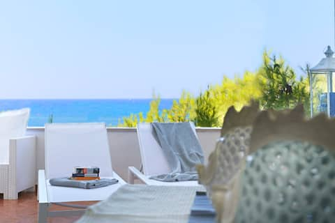 ★AQUARIUS★Beachfront Home★Amazing Sea View! Puglia