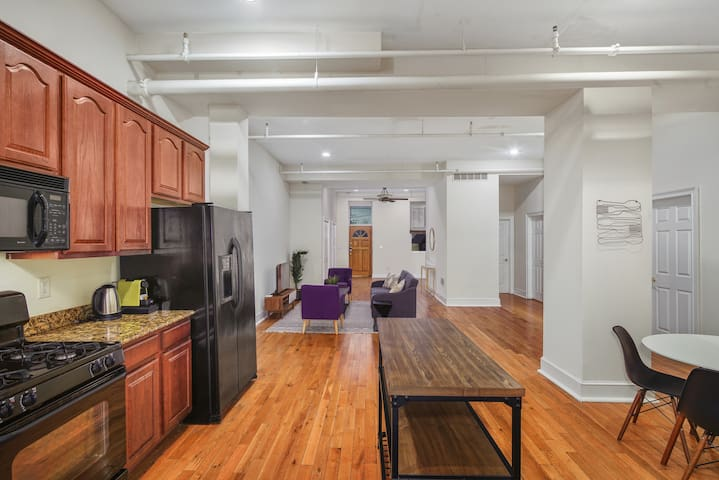 Superb, Large 3BR with Gym Apt In N. Liberties