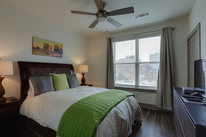 Boutique Condo in Midtown by Downtown & Vandy