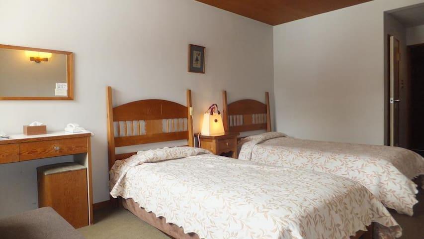 Lodge Scole Twin Room with Shared Bath TypeA