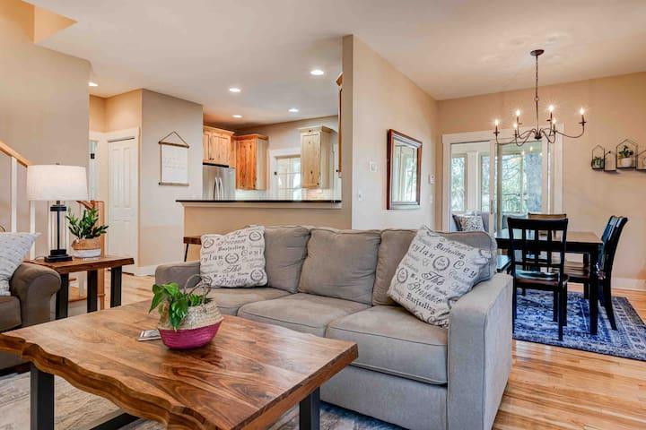 open concept living area to entertain