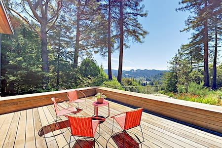 Magic Madrone: Mid-Century Modern Gem with Hot Tub