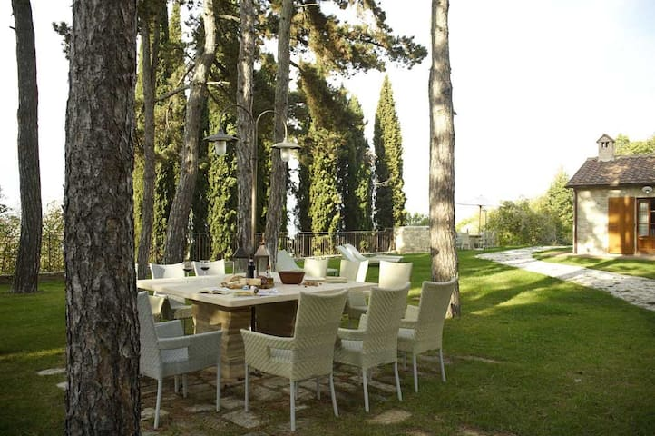 Castellina in Chianti 2 bed apartment with pool