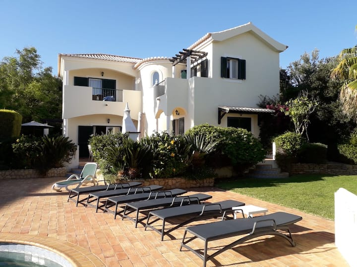 4-bed villa with pool & easy walk to beach