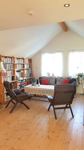 """Close to University, """"Grey room"""" in lovely house. - Ås - Casa"""