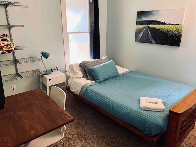 Cozy, private room: short walk to Mass Ave