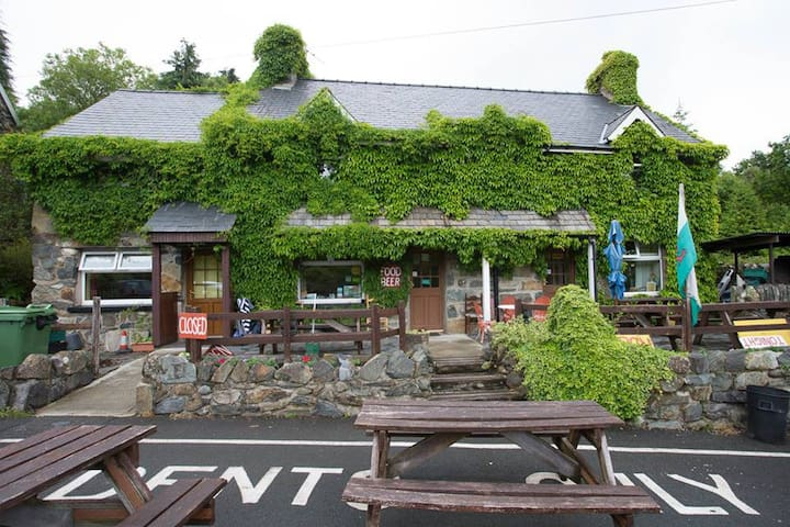 Twin Room in Snowdonia with licensed cafe