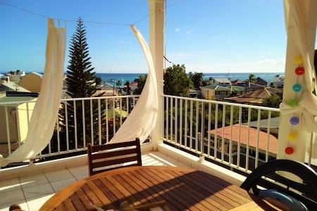 Chambre avec terrasse plage à pied - Sainte-Anne - Dům