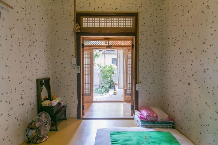 Korea House 달빛향-meolubang