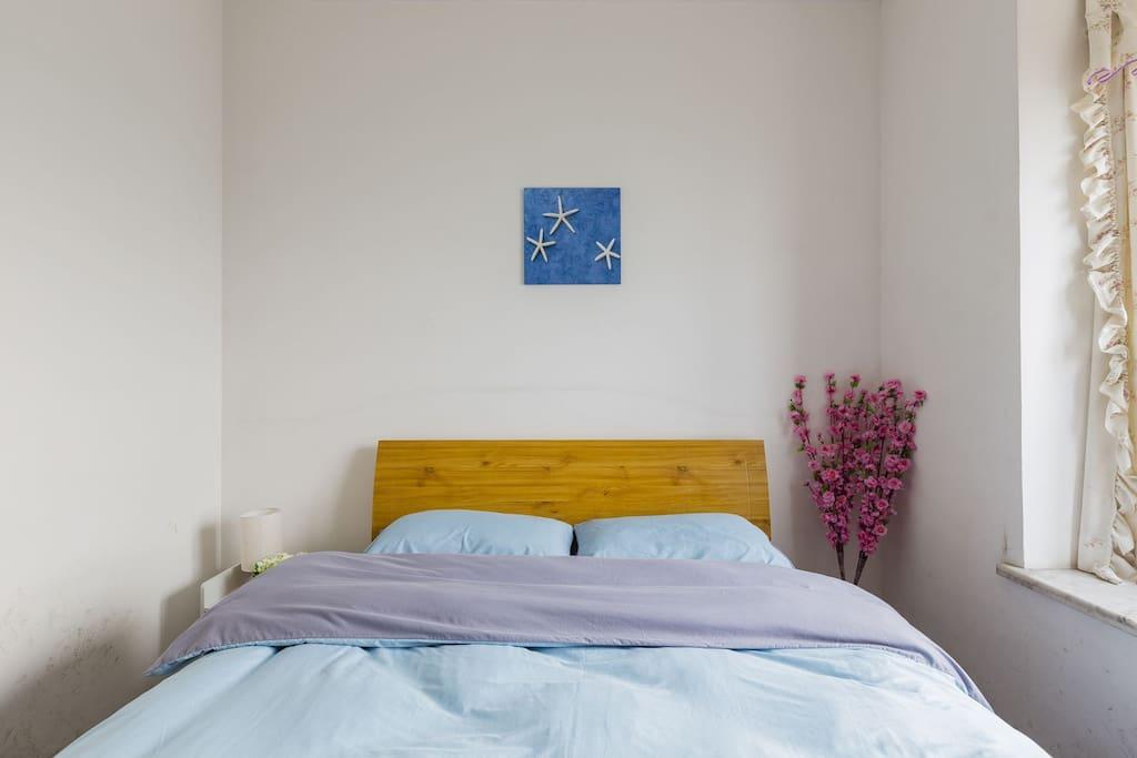 这是您即将入住的房间,简洁大方!