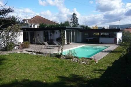 Villa 10 personnes avec piscine proche Biarritz - アングレット - 別荘