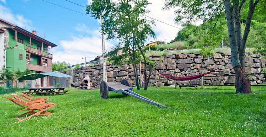 Gran casa y finca junto a la Senda de Oso y el río - QUIROS  - Huis