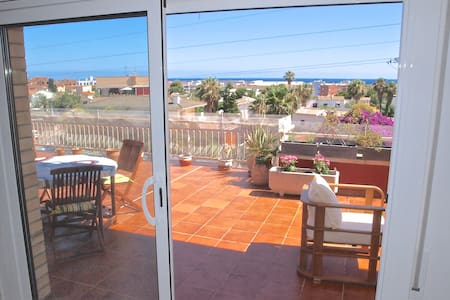 Penthouse at 900 meters from stunning beach - Calafell - Huoneisto