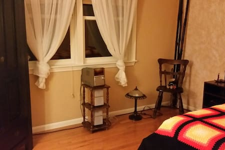 Attractive Private Room/own BR - Leominster