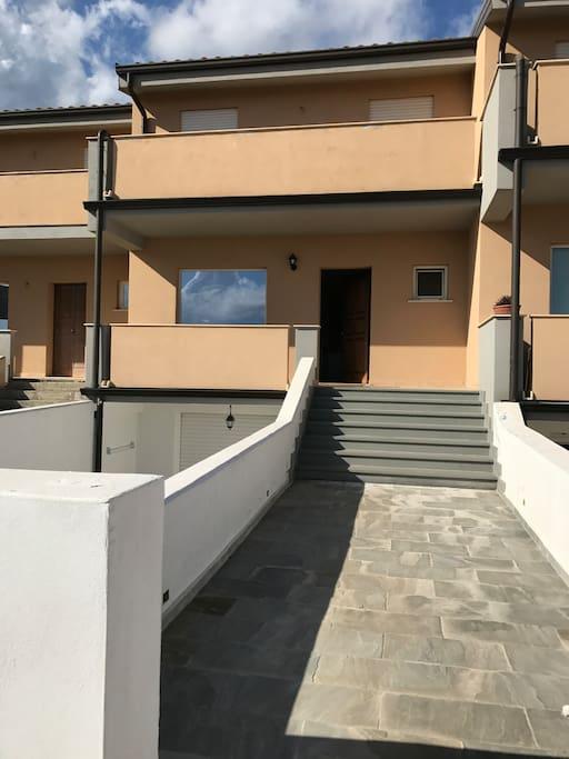 casa di nuova costruzione due piani con giardino houses