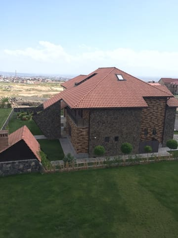 Luxury Villa in Vahagni - Yerevan - Hus